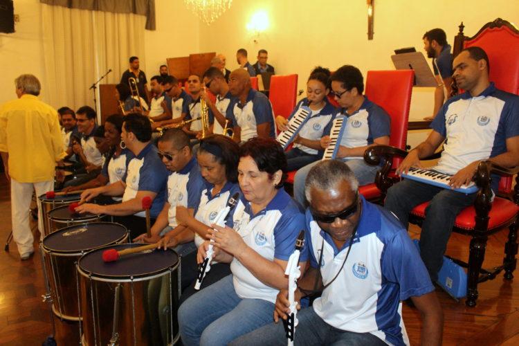Banda Inclusão se apresenta nas festividades de Santa Isabel