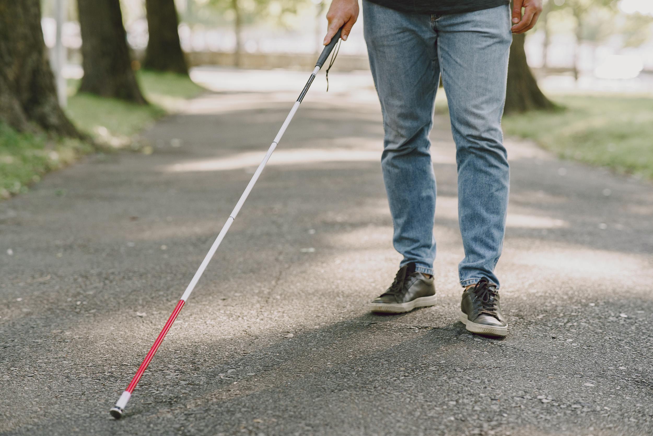 Uso da bengala também é essencial aos casos de baixa visão